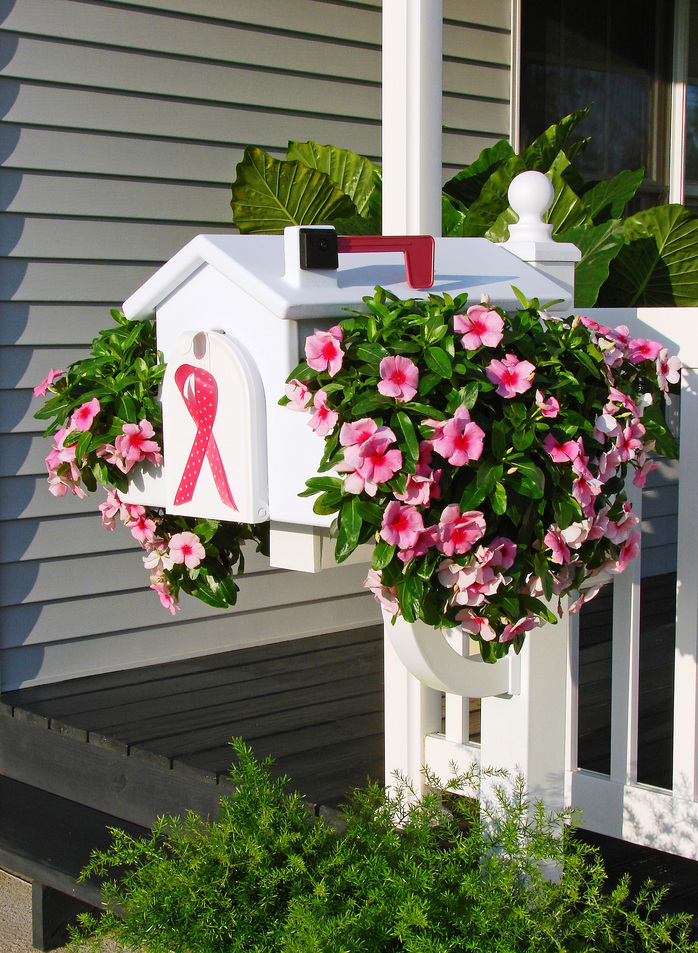 18 Beautiful Mailbox Planters That Will Make You Say WOW
