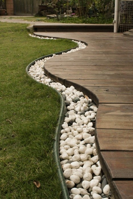 Impressive Garden Edging Ideas With Pebbles And Rocks