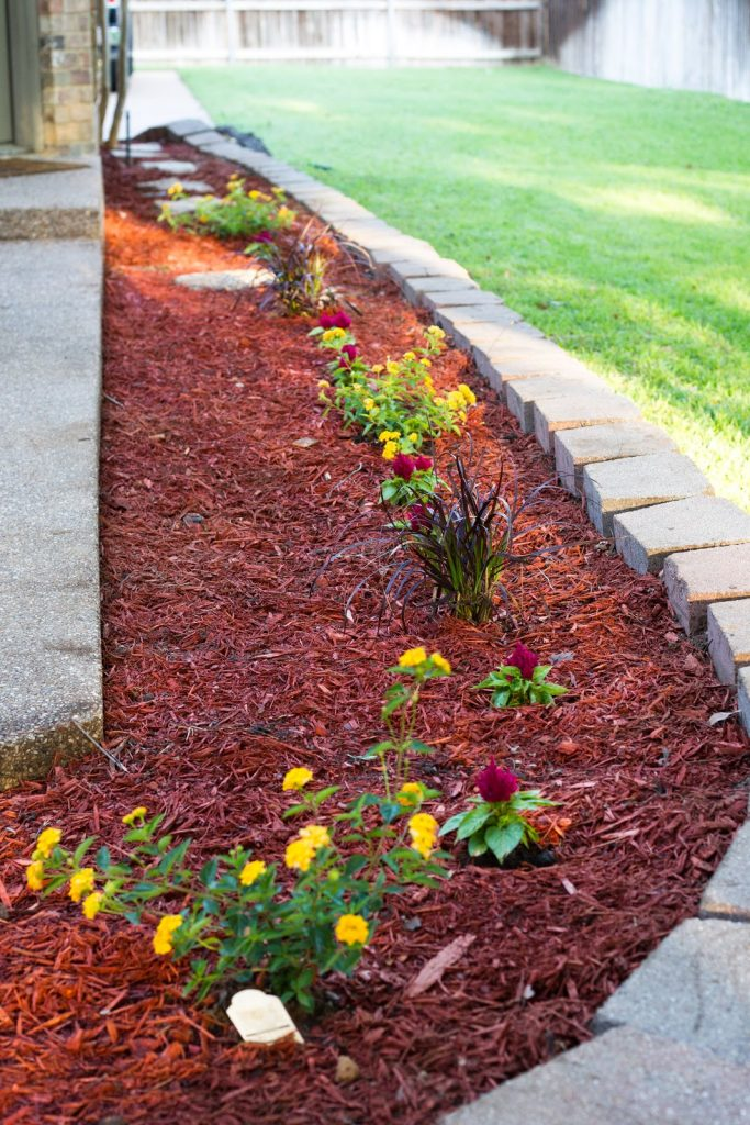 Outstanding Red Mulch Landscaping Ideas You Will Love To Copy