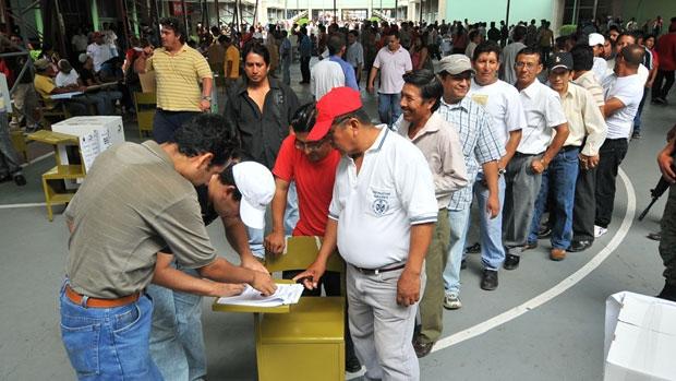 li-ecuador-voting