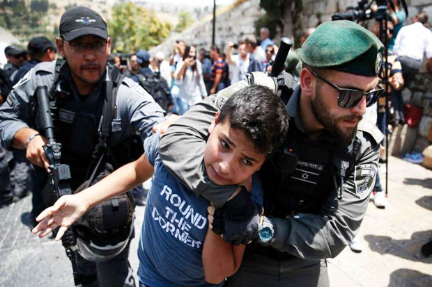 israel-tightens-on-al-aqsa-palestinians-clash-with-israeli-forces-VlK