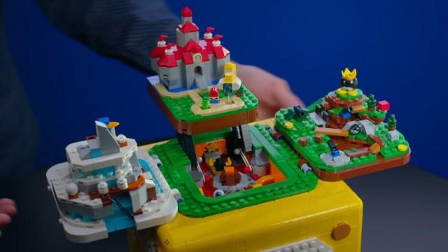 Bloque de signo de interrogación de Lego Mario establecido en cuatro niveles