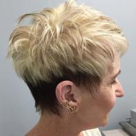 Short Haircuts For Older Women 23