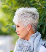 Short Haircuts For Older Women 3