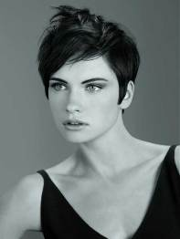 Best Short Hairstyles For Round Faces 17