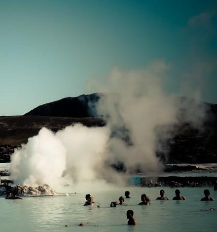 Le Blue Lagoon, son eau calcaire et ses geysers