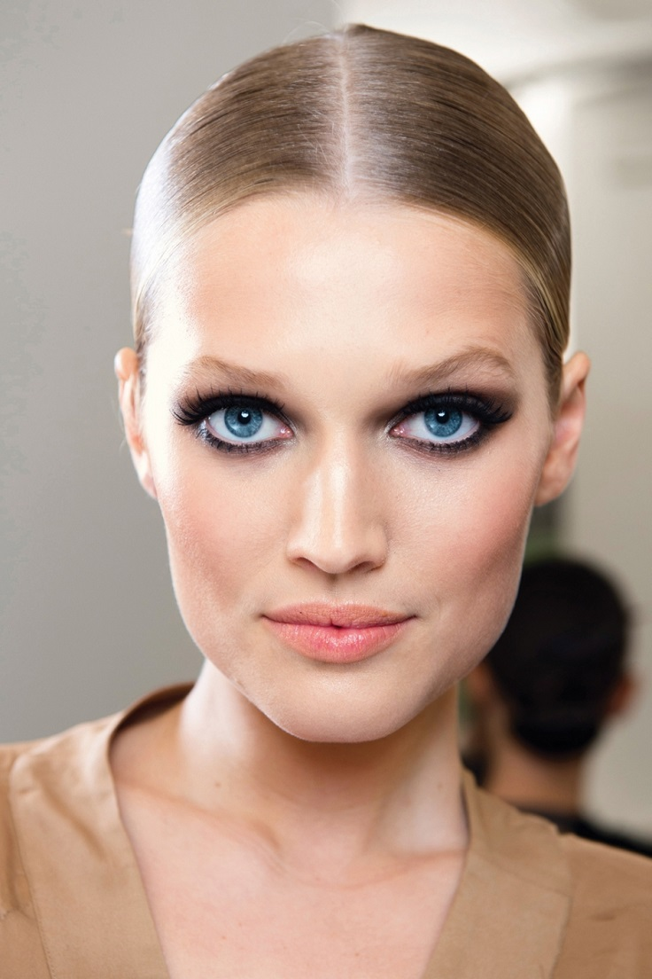 Top 10 Makeup Looks Every Woman Should Try Out