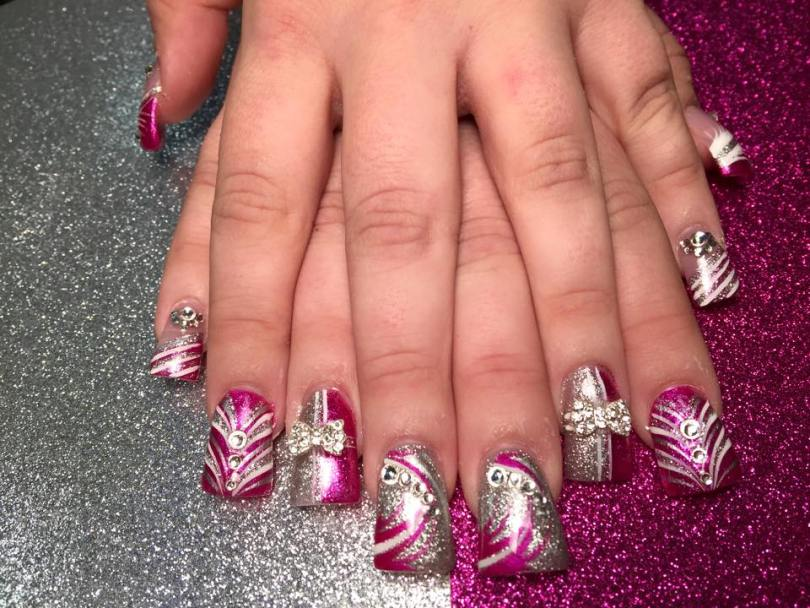 Choice of sparkly silver full nail/half-half sparkly-silver/sparkly-bright pink nail/full-angled sparkly bright pink nail, diamond/bow-tie glue-ons, white/pink/sparkly swirls.