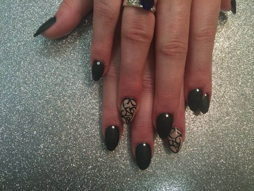 Choice: Shiny black onyx nail OR shiny beige nail with black-lined gothic design