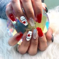 Red hearts for Valentine's Day nails