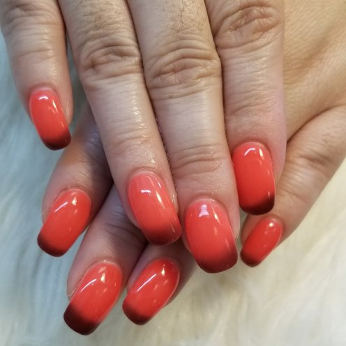 Changing color dip powder on her natural long nails