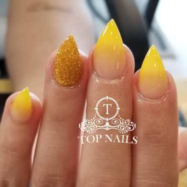 SNS dipping ombre nude and yellow, gold glitter accent nail