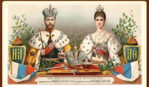 Николай II с супругой в императорских коронах.