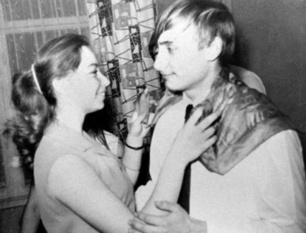 Владимир Владимирович учился в школе № 281 (спецшкола с химическим уклоном на базе технологического института)