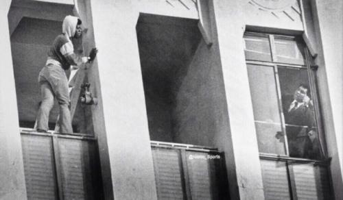Мохаммед Али отговаривает самоубийцу прыгать, 1981.