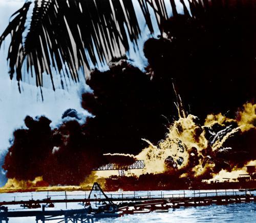 """Взрыв """"Шоу"""" (USS SHAW) во время японской атаки Перл-Харбора"""