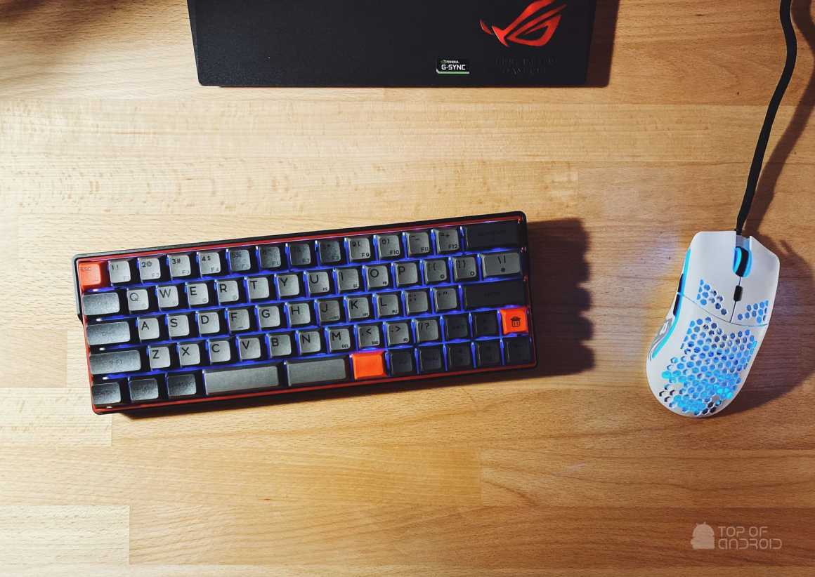 Kemove Wireless Keyboard on Desk with Gaming Mouse