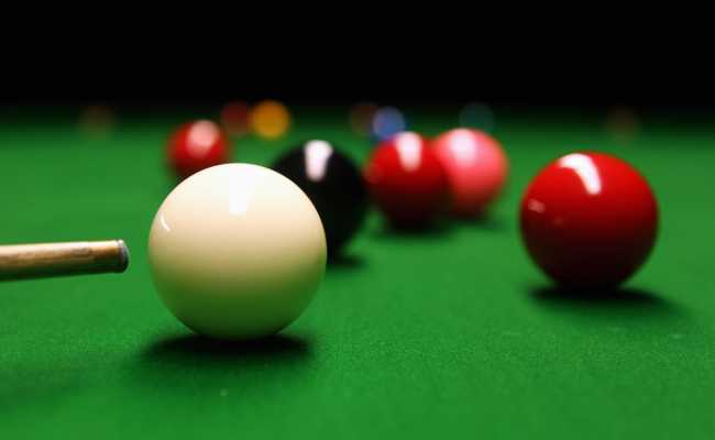 Easy Ways On How To Put The Ball In Snooker Top Of The Cue