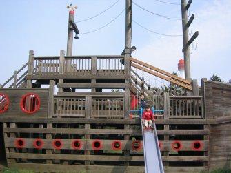 A giant play structure shaped like a boat, in Odaiba's Shiokaze Park