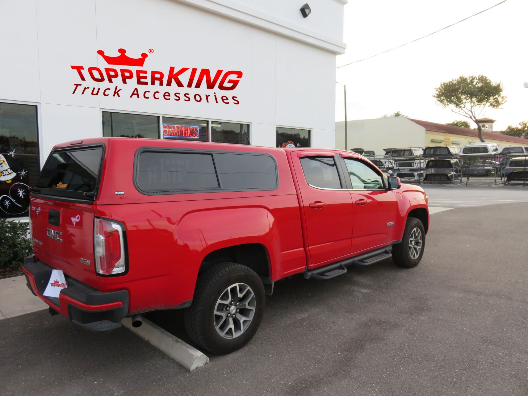hight resolution of gmc canyon ranch sierra fiberglass topper and a custom hitch by topperking in brandon fl