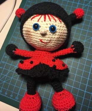 Linda Maria Trasbo - Hæklet dukke i mariehøne kostume - Little Owls Hut-02