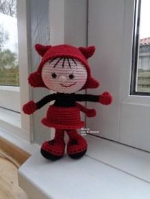 Laila B. Thomsen - Hæklet dukke i halloweenkostume - Little Owls Hut