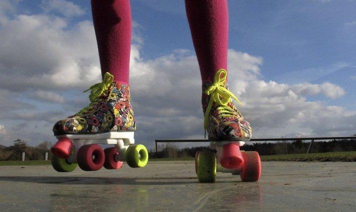 17908 Colorful Roller Skates Pv