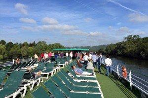 Crucero fluvial - Relax en cubierta viendo el paisaje