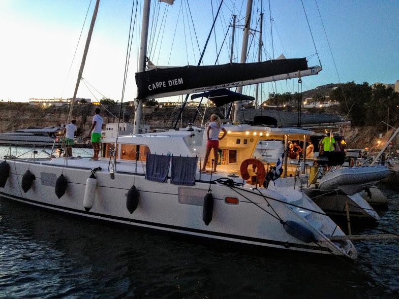 Круиз на яхте вокруг о. Санторини
