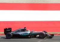 Lewis Hamilton auf dem Weg zur Poleposition © Daimler AG