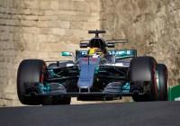Lewis Hamilton mit seinem Mercedes in den Straßen von Baku © Daimler AG