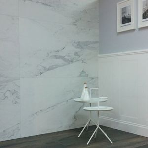 Marmer tegels combineren perfect met tegelparket, pastel tinten, brons of wit.