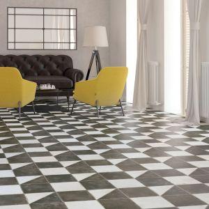 zwart-wit-vloertegels-verouderd-met-hoek-voor-tapijt
