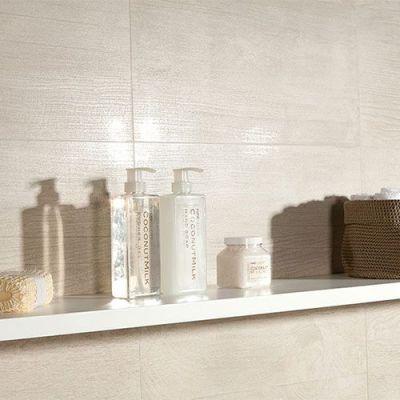 badkamer tegels voor de wand en vloer in beige tinten