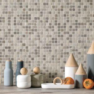 Spatwand in de keuken in keramische mozaiek tegels.