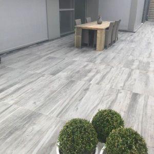 grijs keramisch parket voor terras