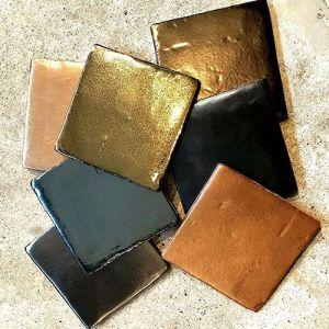 Gouden wandtegels formaat 10*10cm. Zowel in metallic als goud kleurend