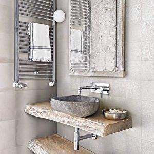 badkamer met witte keramische decor tegels