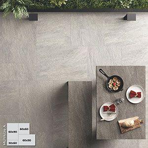 Terrastegels 2cm kunnen ook in romeins verband, legpatroon of multi size geplaats worden. Hier werd gekozen voor een keramische imitatie van natuursteen.