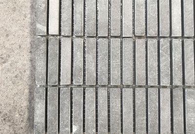 natuursten mozaiek in blauwesteen anna thumbled als outlet tegels bij Top Tegel 04 in West Vlaanderen.