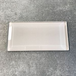 Grijze metrotegels in glas in formaat 7,5x15cm.