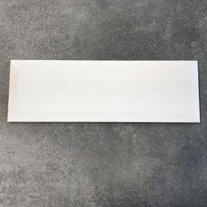 Wit blinkende metrotegels in formaat 10x30cm.