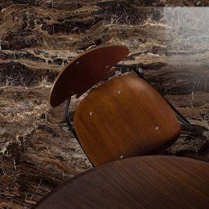 bruine keramische marmer look tegel.