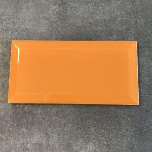 Knal orange metrotegels in formaat 10x20cm.