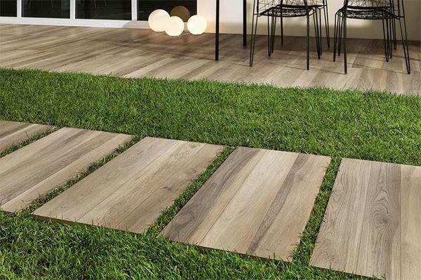houtlook terrastegels in 2cm als tuintegel en stapstenen.