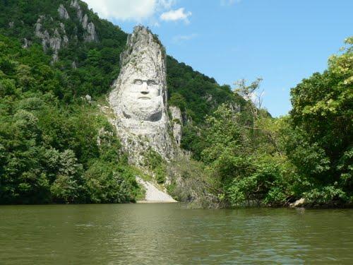 Decebalus-King-Statue