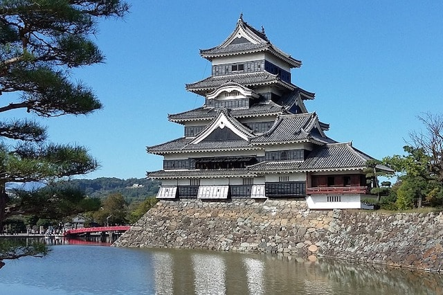10 MustSee Tourist Attractions in Japan  Toptenznet