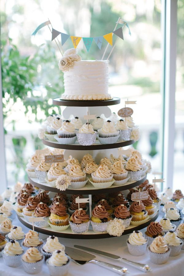wedding cakes and cupcakes ideas wedding cupcakes vow renewal cake 23790