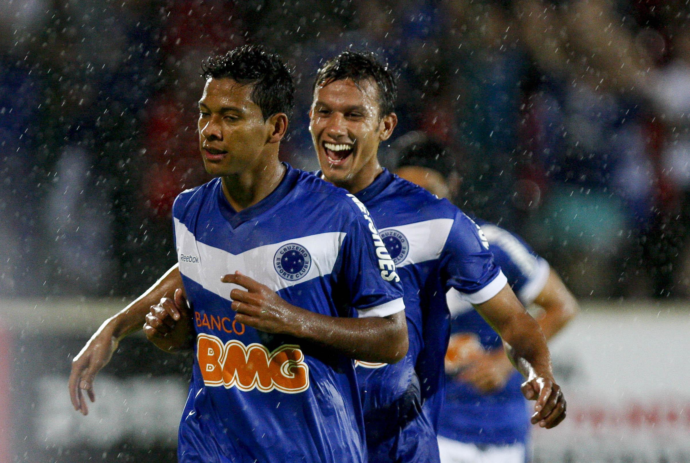 Cruzeiro dá novo show na Libertadores
