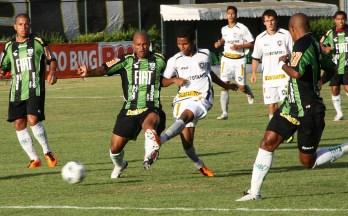 Botafogo e América empatam. Técnicos pedem reforços